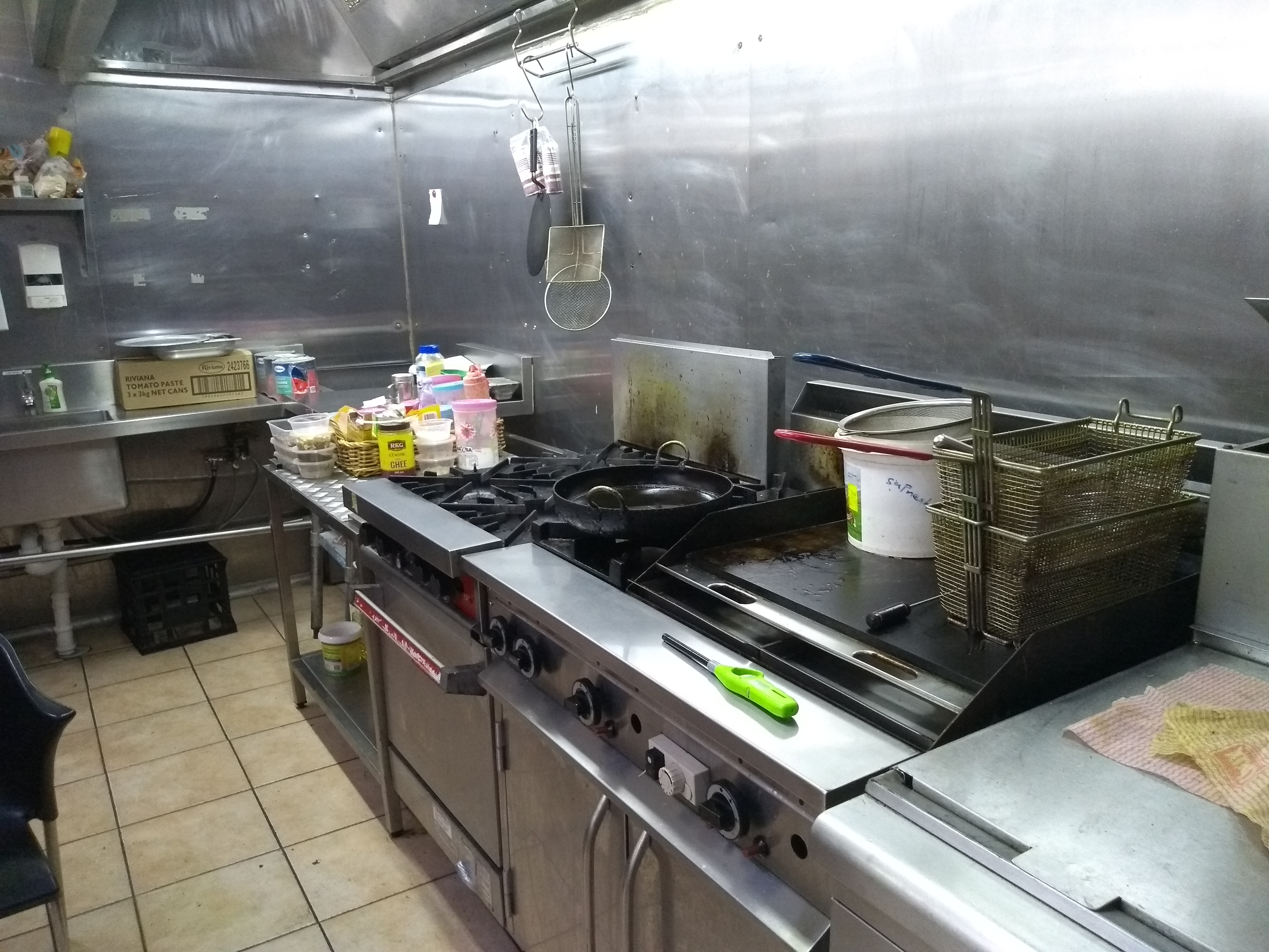 Commercial kitchen: Take away and restaurant business for sub lease