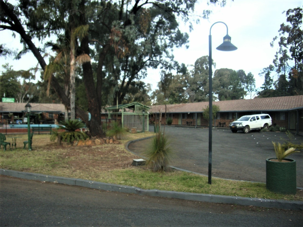 LEASEHOLD MOTEL FOR SALE- NEWELL HWY MOTOR INN ON ACRES