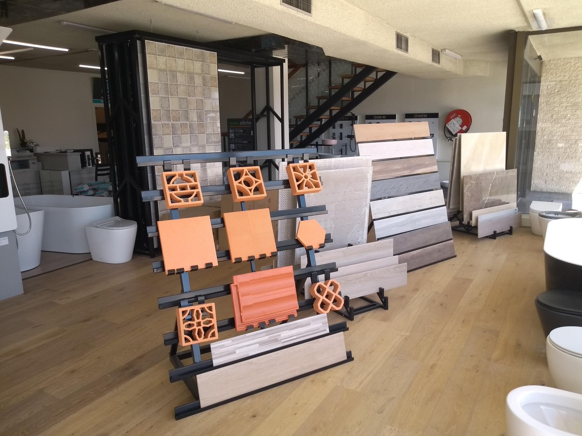 Large Tile and Bathroom Rennovation Showroom